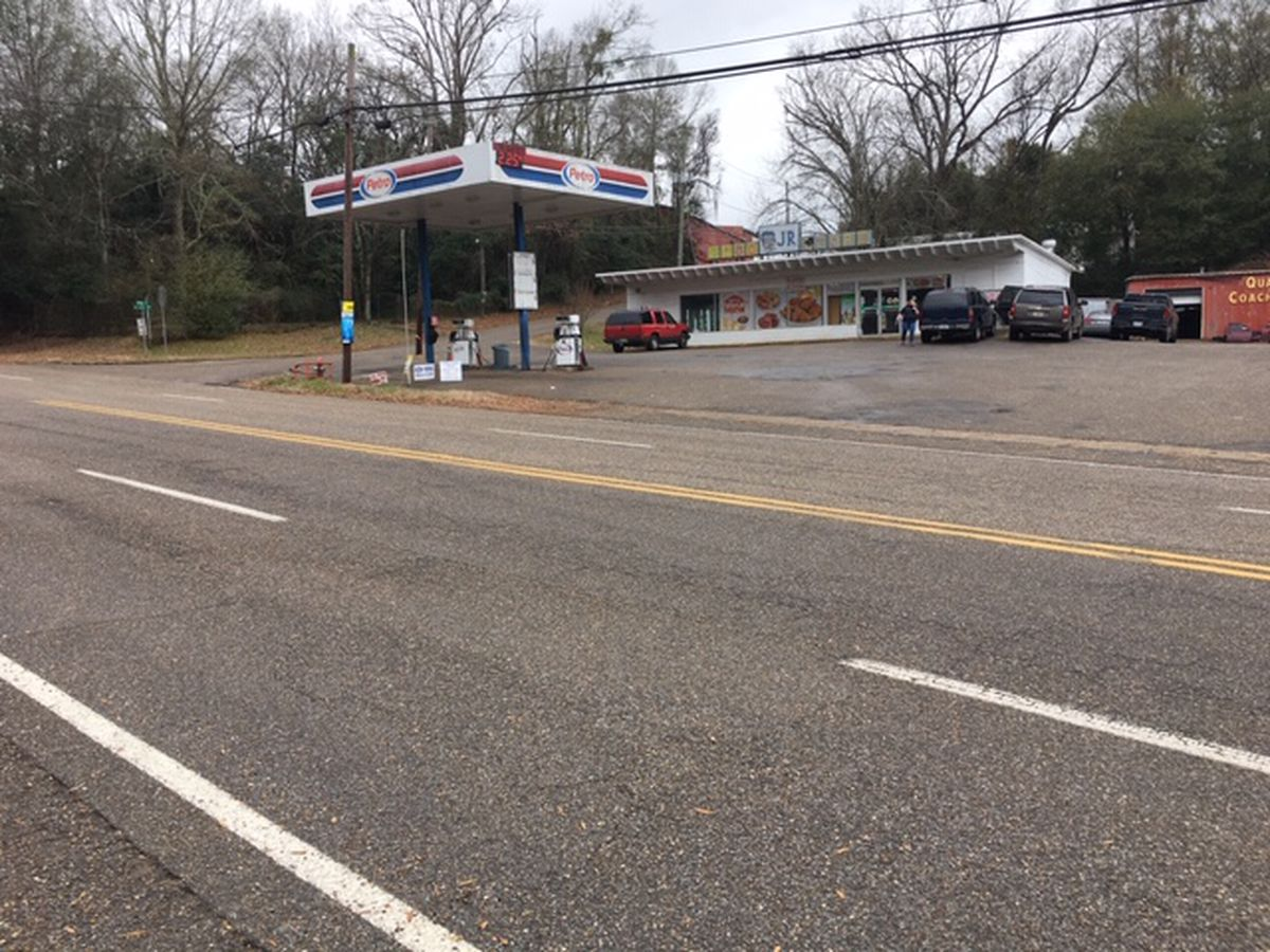 High school senior killed in west Alabama store shootout