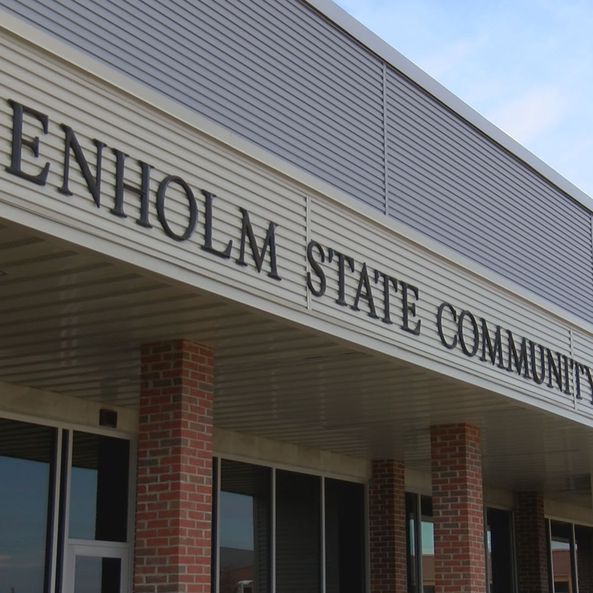 Community colleges seeing high application numbers