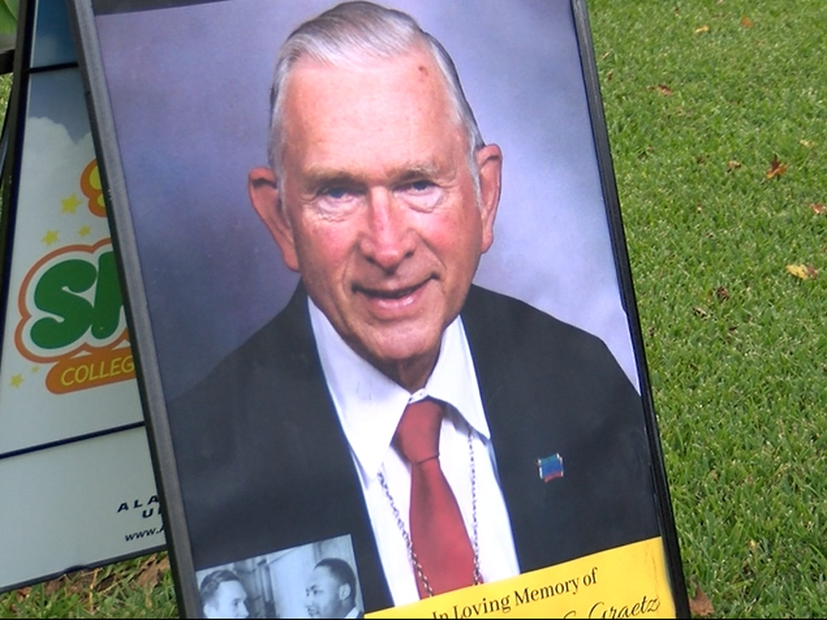 Memorial service held for civil rights icon Rev. Robert Graetz