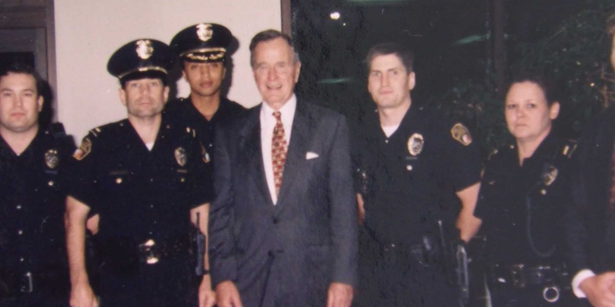 Former officer recalls trading war stories with President Bush at airport
