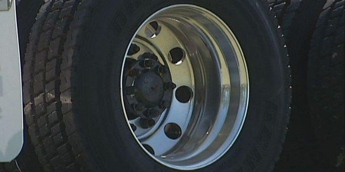 Mobile man killed after hitting parked 18-wheeler along I-65