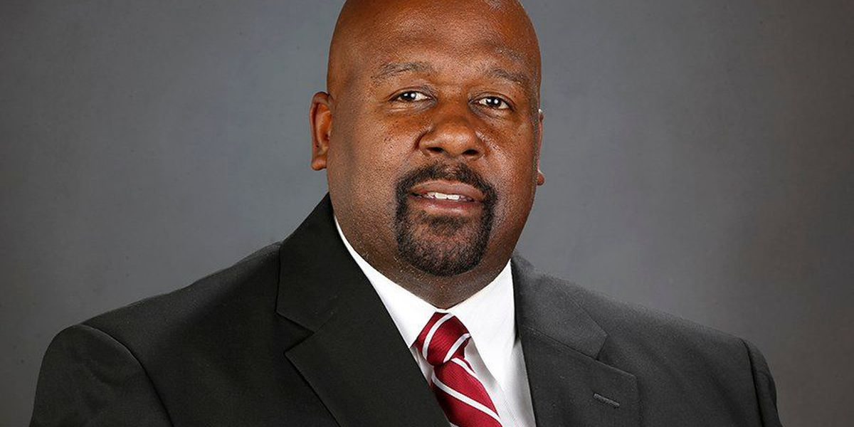 Alabama hires Mike Locksley as full-time offensive assistant coach