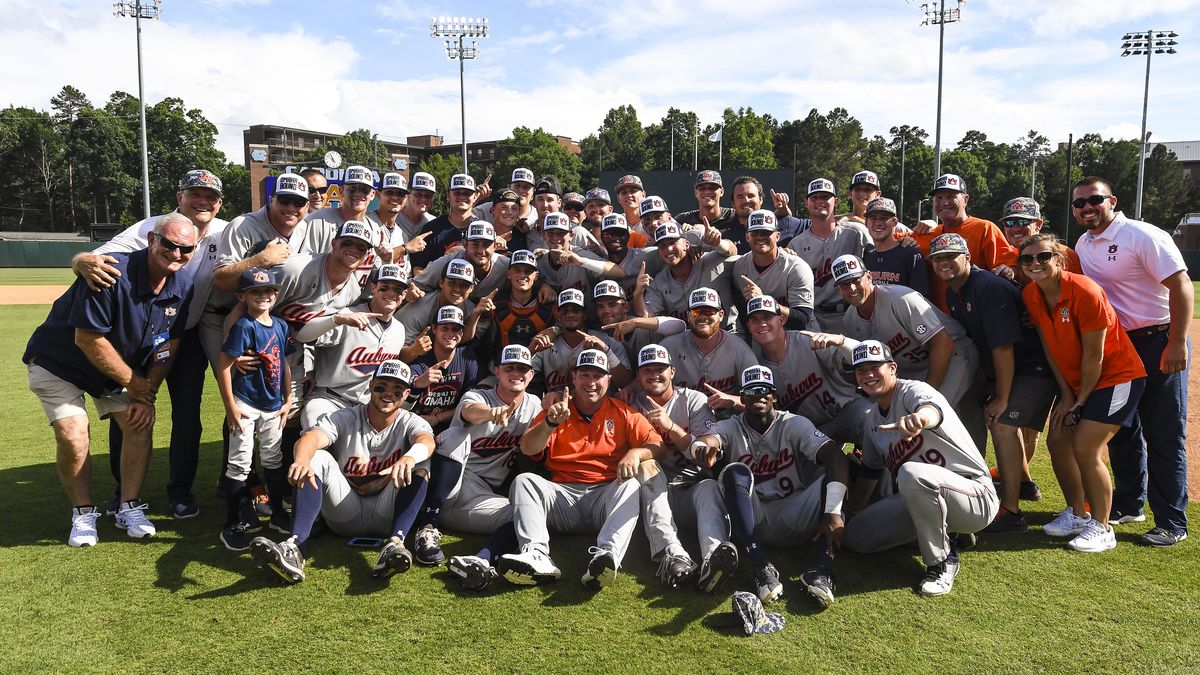 Late surge for Bulldogs leads to Auburn loss in opening round of College World Series