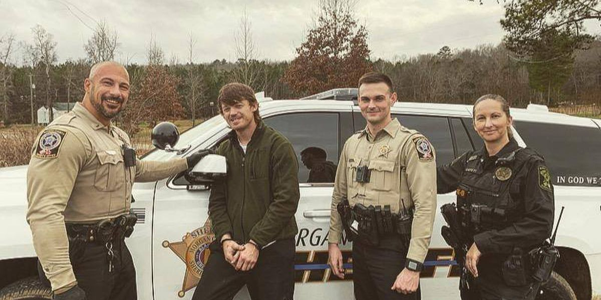 Ala. man caught after chase requests photo with arresting deputies