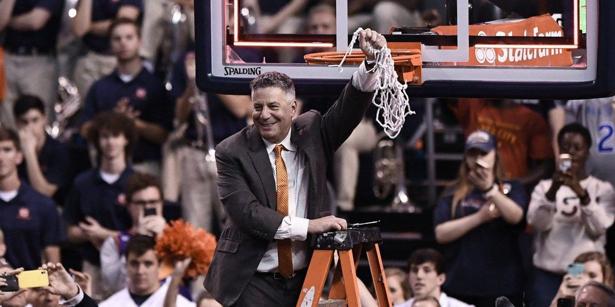 Auburn extends basketball coach Bruce Pearl's contract