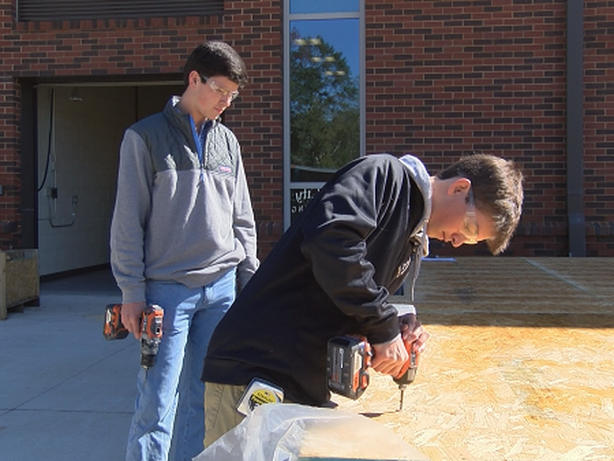 Auburn High students build tiny house