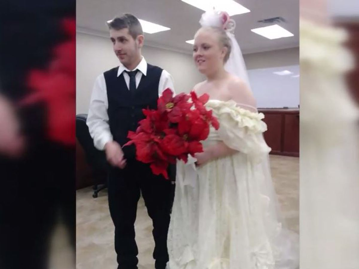 Married only minutes, Texas newlyweds killed in crash