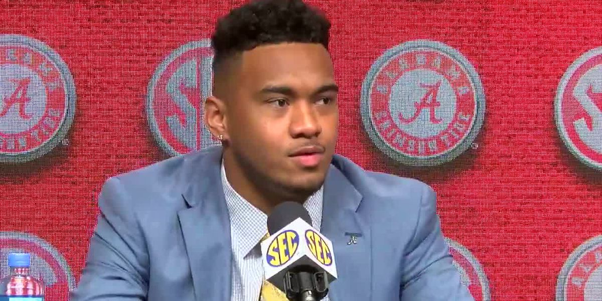 Brotherly love for Tua & Taulia on the Capstone