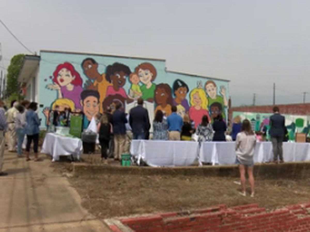 Embrace Alabama Kids unveils new mural in downtown Montgomery