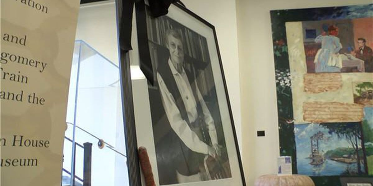 City honors late historian