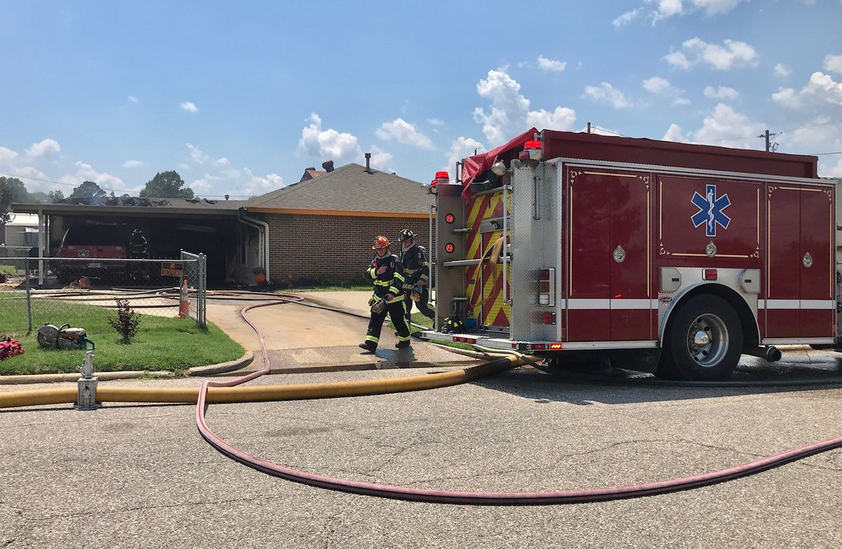 house fire causes damage to vehicle in carport. Black Bedroom Furniture Sets. Home Design Ideas