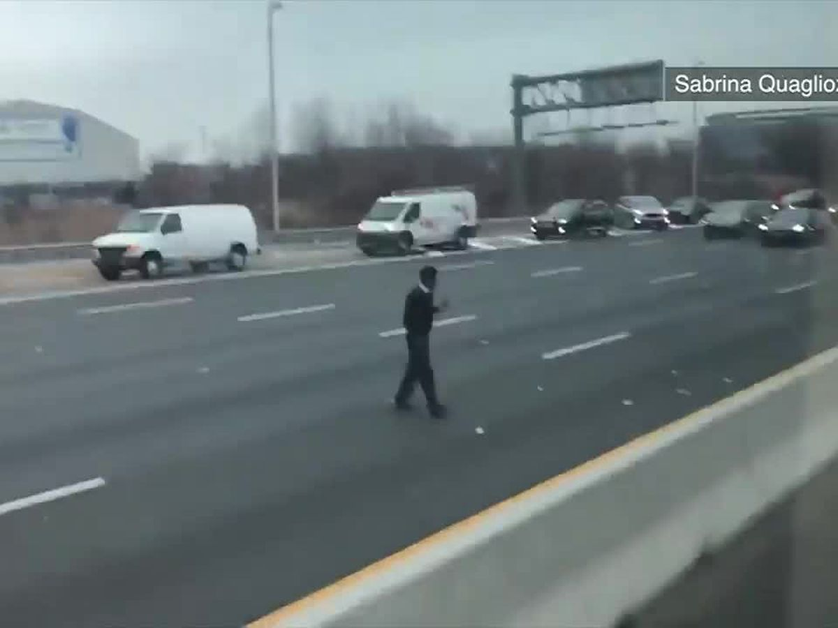 Armored truck deposits cash on highway in NJ