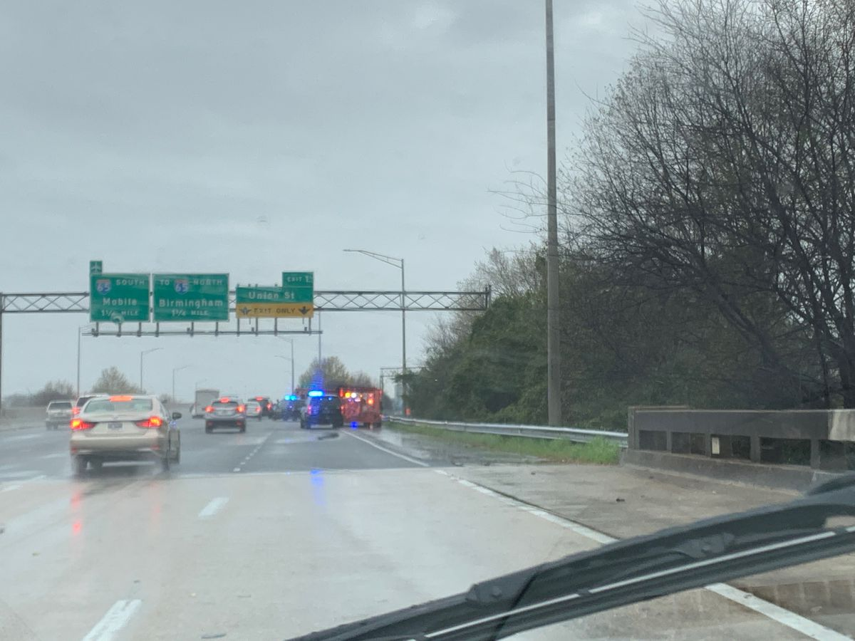 Body found in wood line off I-85 SB in Montgomery Sunday morning