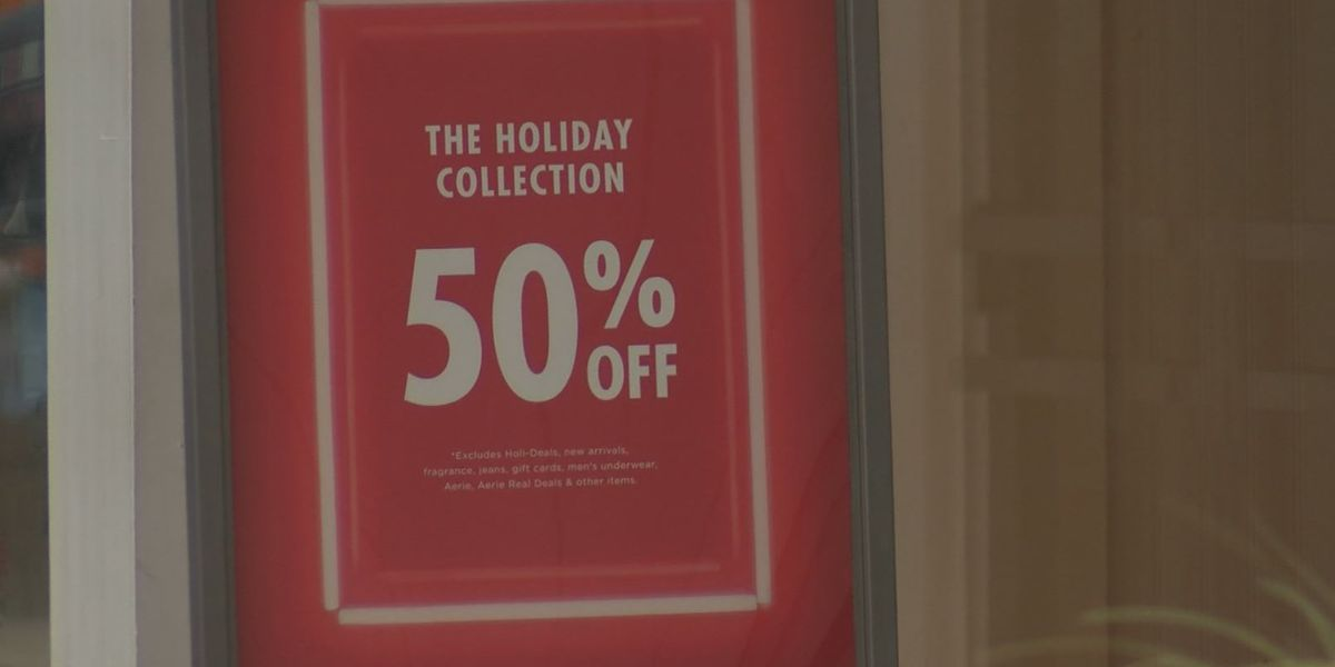 Holiday shoppers rush to get last-minute gifts