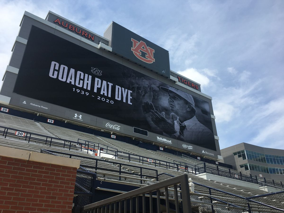 Many remember legendary Auburn coach Pat Dye