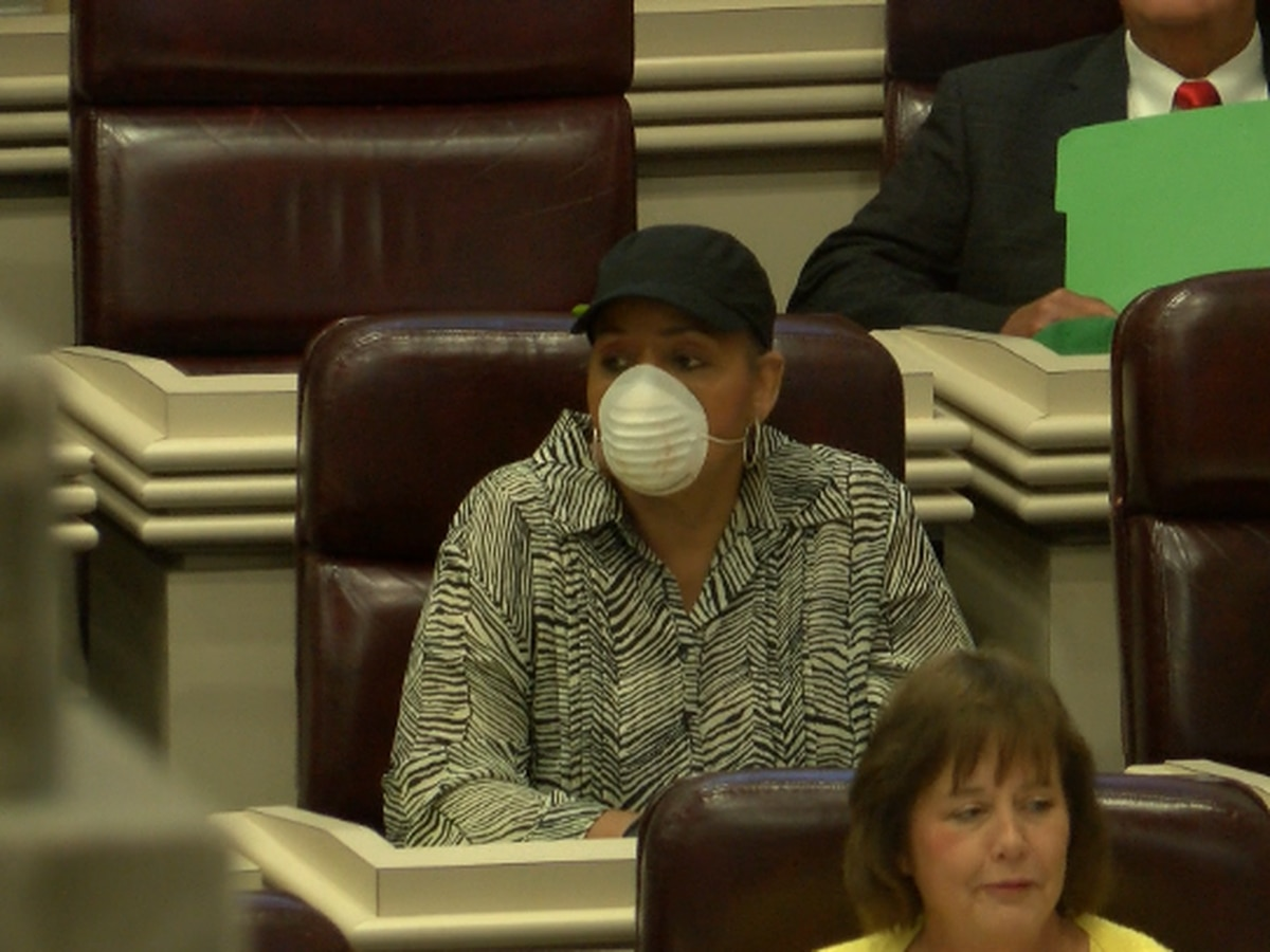 Lawmakers meet for session with gloves and masks during COVID-19 outbreak