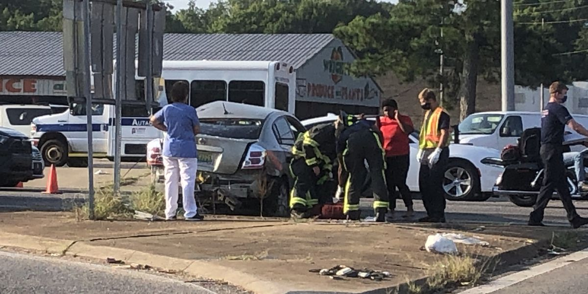 Crash causes delays on Eastern Boulevard at South Court Street