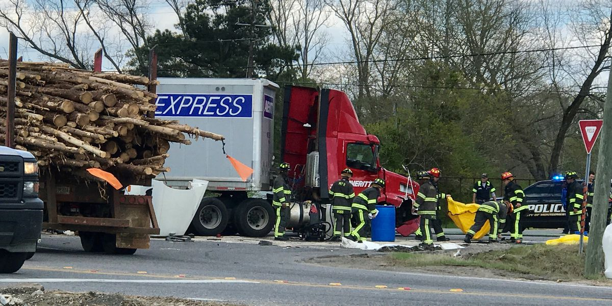 Minor injuries reported in crash involving three 18-wheelers