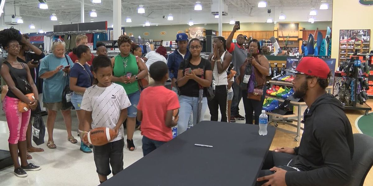 OJ Howard gives back by taking kids on shopping spree