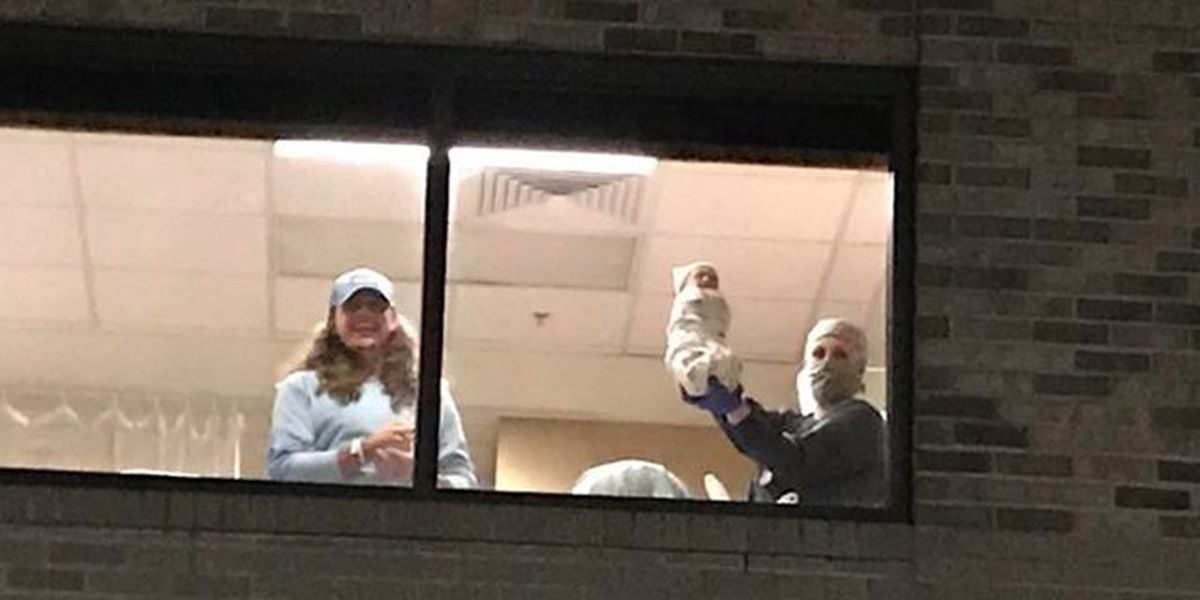 Family waiting in hospital parking lot gets priceless first baby picture