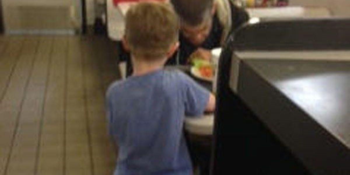 5-year-old's touching gesture feeds homeless man at Waffle House