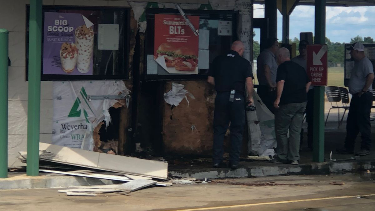 Fire causes damage to Sonic on Coliseum Boulevard
