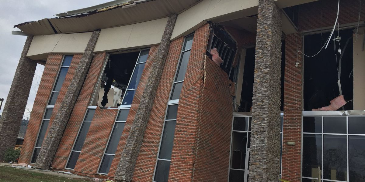 Damage at Wetumpka's First Baptist Church moves service