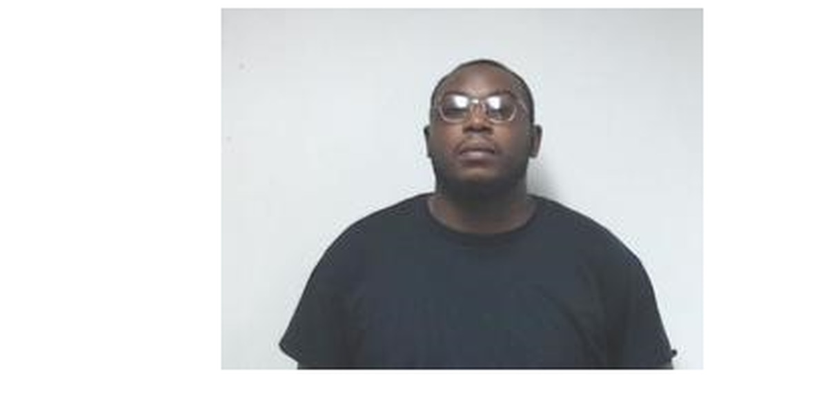 Correctional officer arrested for contraband