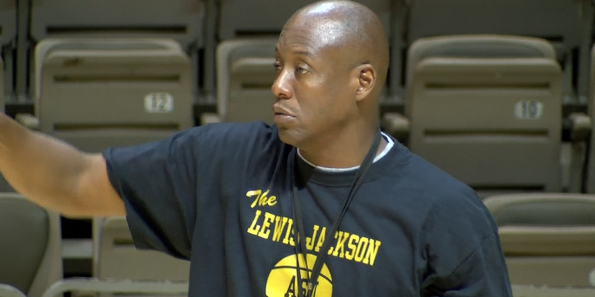 SWAC Hall of Famer to lead Prattville boys basketball team