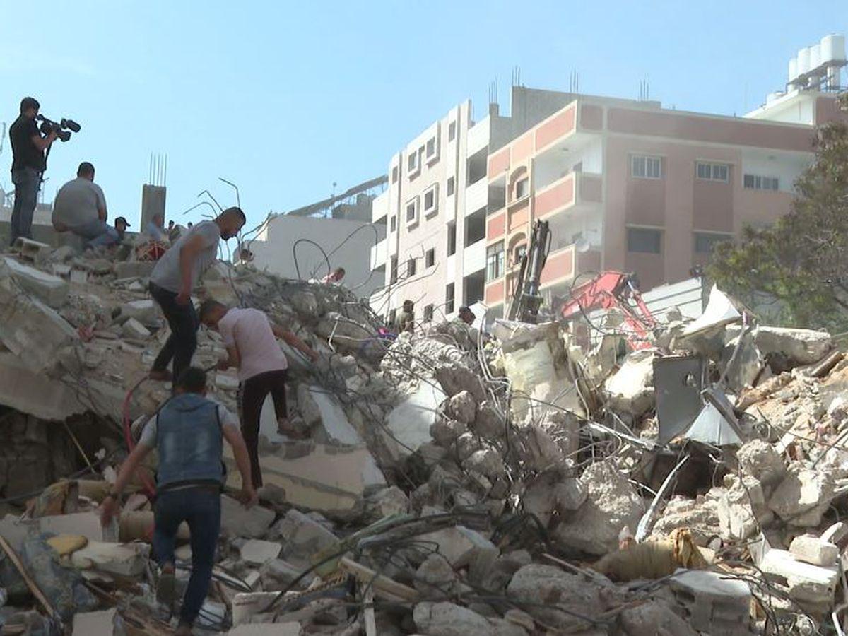 Israel strikes Gaza tunnels as truce efforts remain elusive