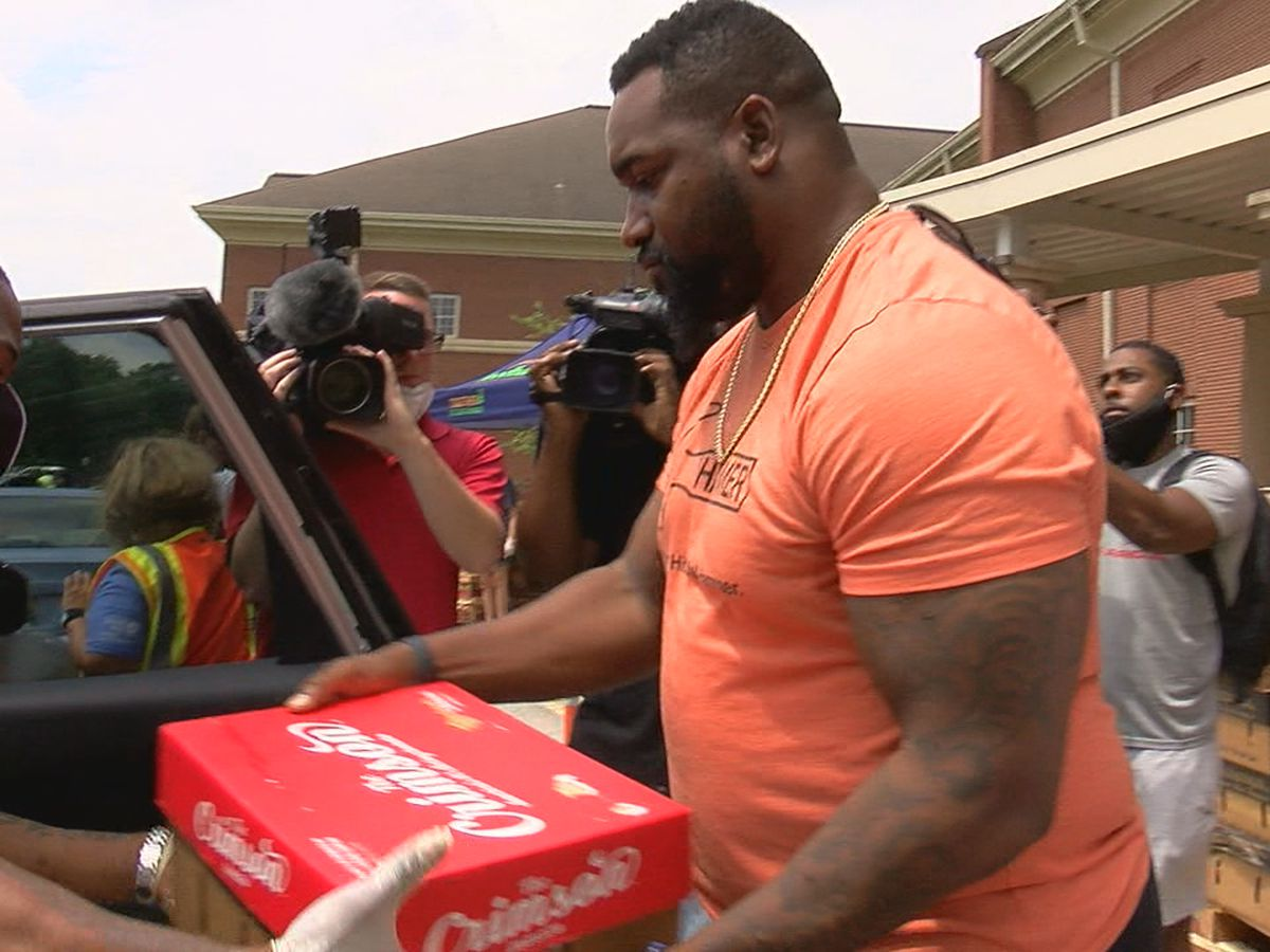 NFL player Marcell Dareus holds food giveaway at Huffman High School