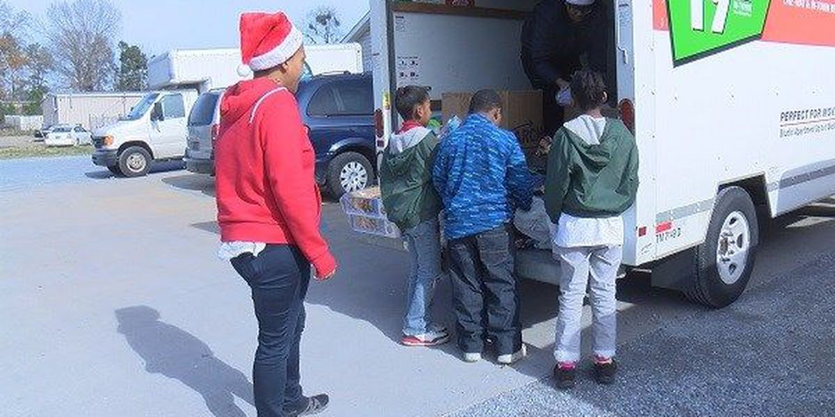 People across River Region volunteer for Christmas