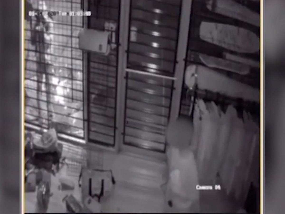 Barefoot child breaks into Texas smoke shop