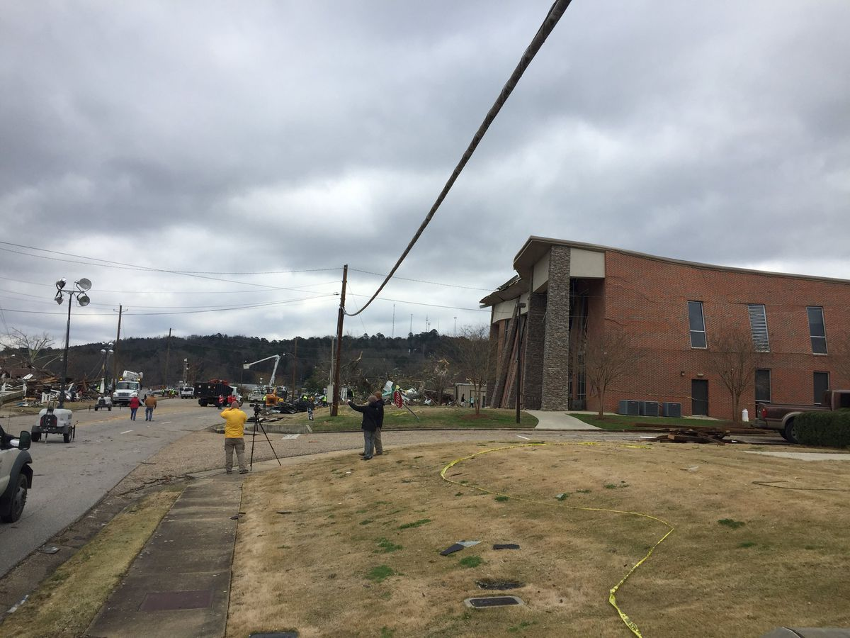 Gov. Ivey to tour tornado damage in Wetumpka
