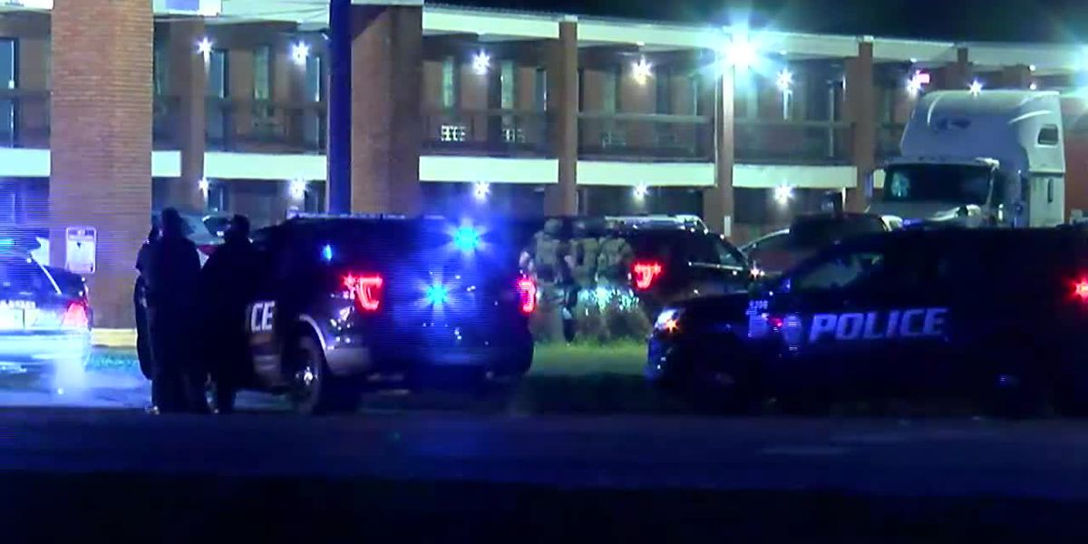 Police: Man in custody after shooting at officers, barricading in motel room