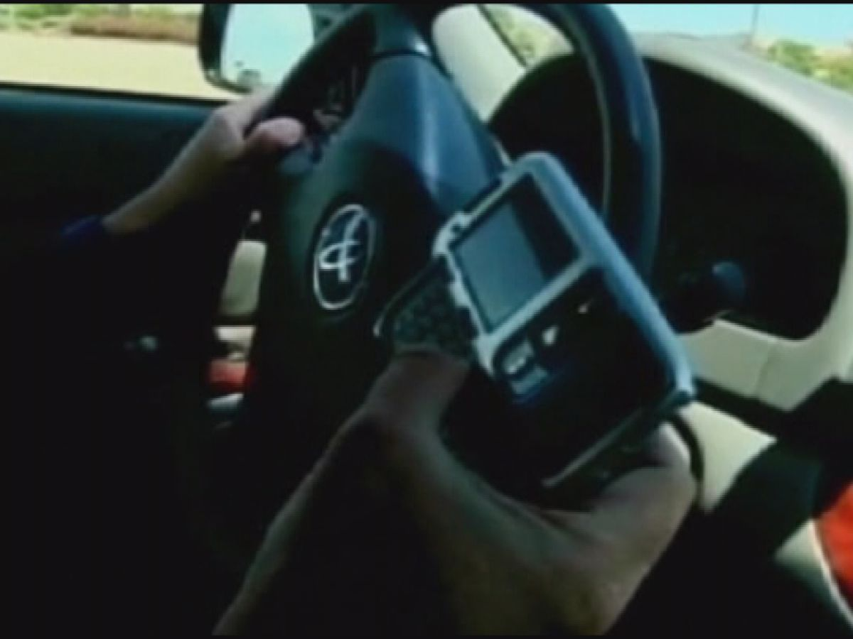 AL lawmaker introduces bill to prohibit holding phone while driving