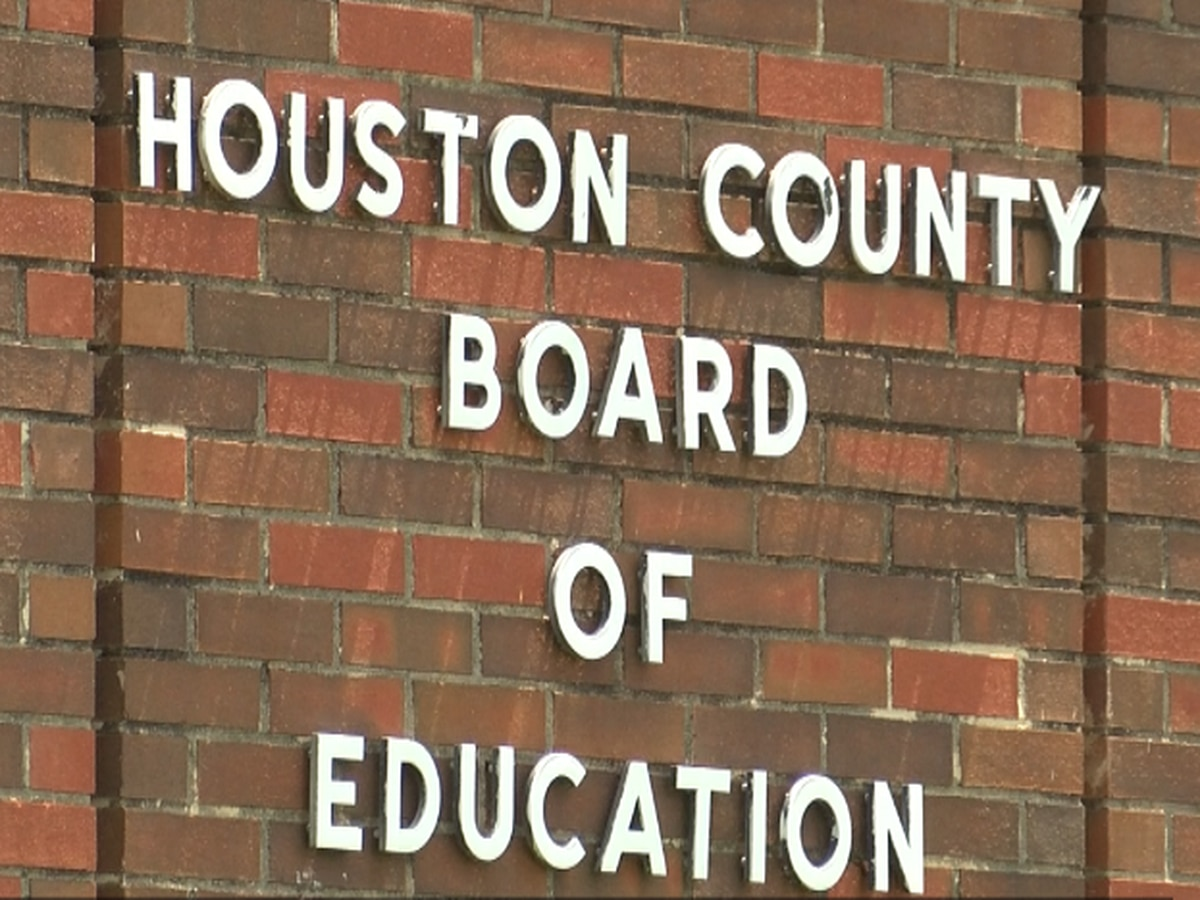 Houston County superintendent gets low grade in board's review