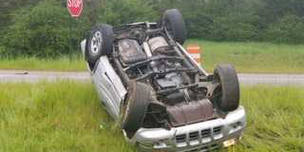 One injured after vehicle flipped in wreck in Macon County, AL