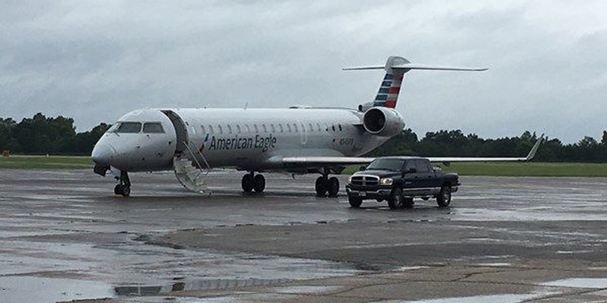 Passenger plane makes emergency landing at Selma airport