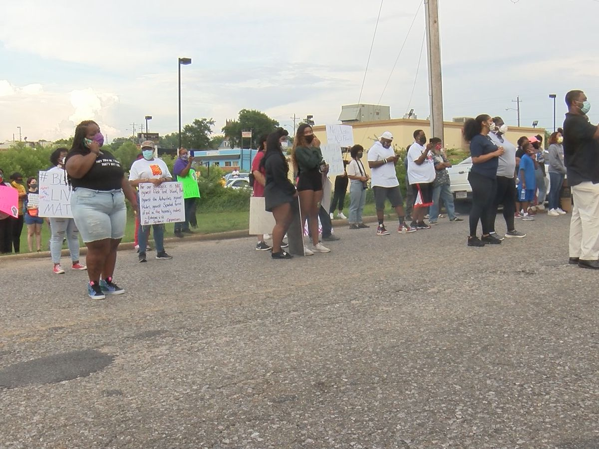 Dozens of protestors gather peacefully in Tuskegee