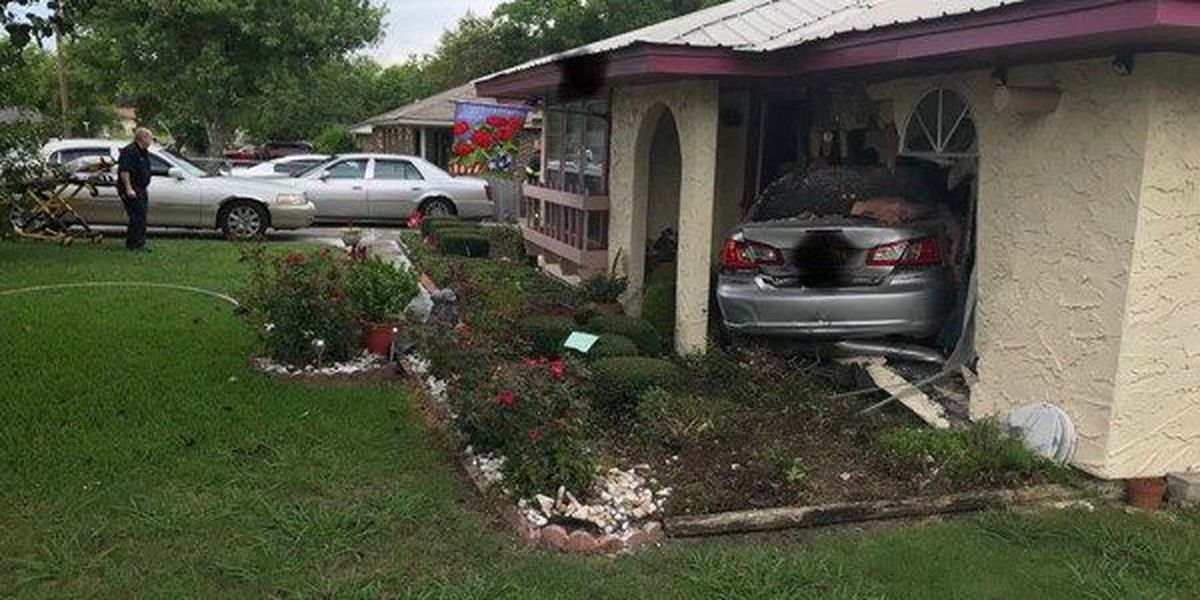 Driver leaves scene after crashing car into Montgomery house