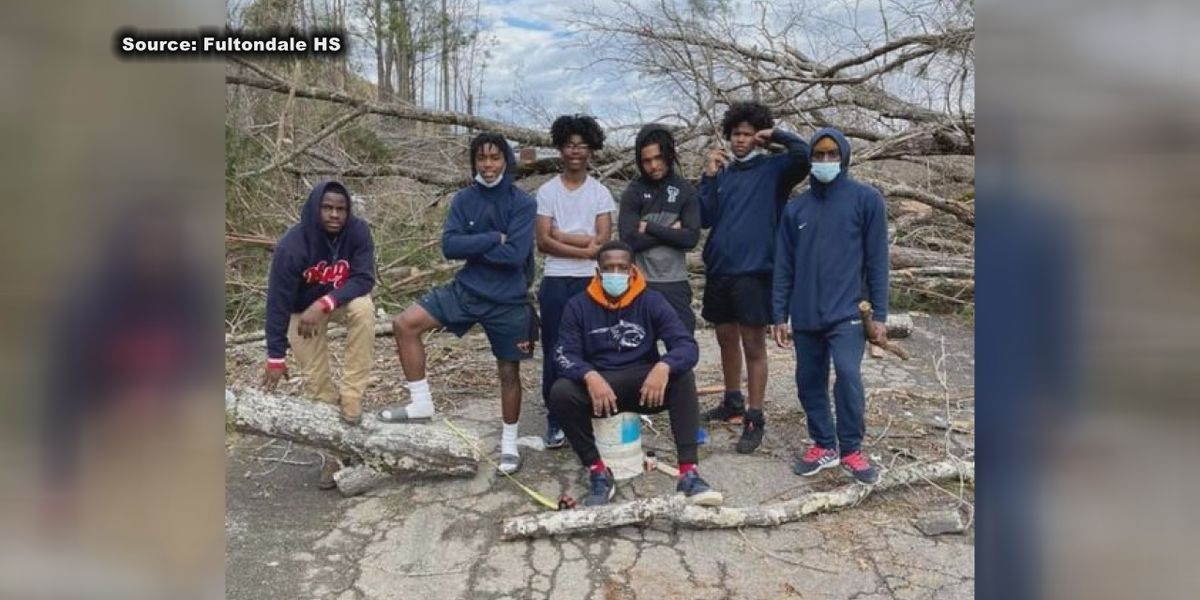 Fultondale boys basketball team helps with tornado cleanup