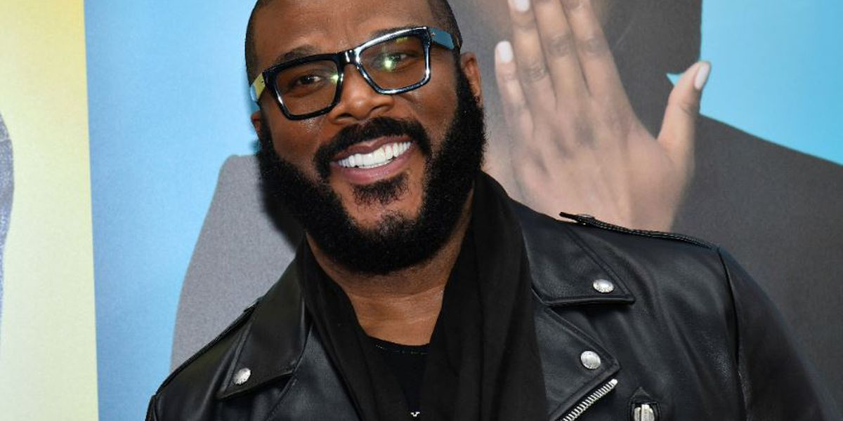 Tyler Perry pays off over $430k in layaway items at two Atlanta area Walmart stores