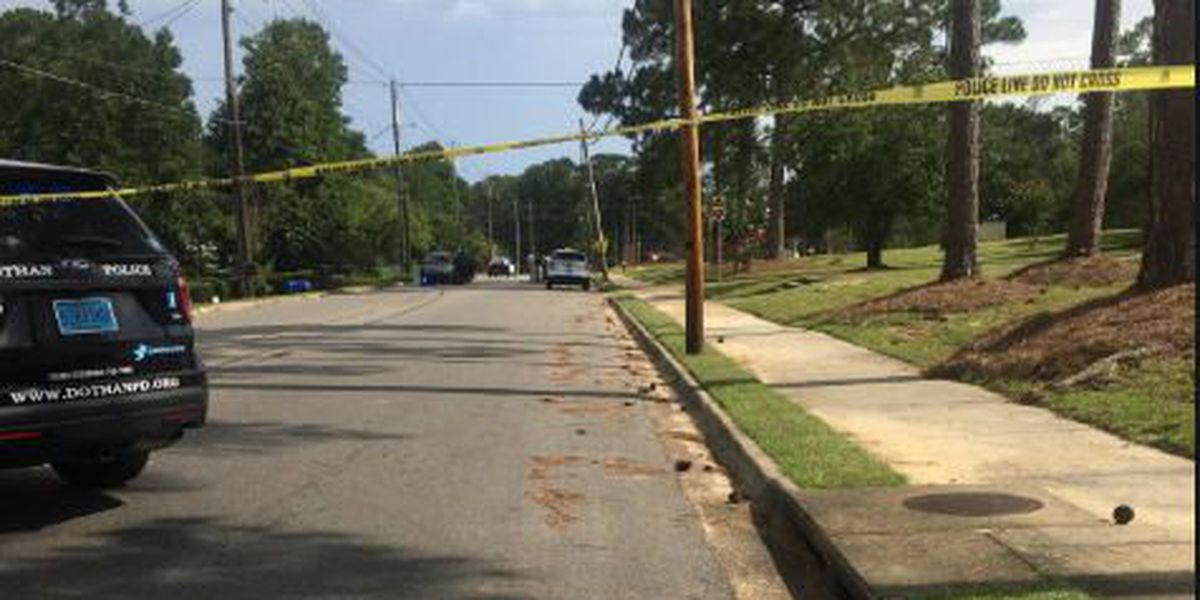 1 dead in Dothan shooting, suspect sought
