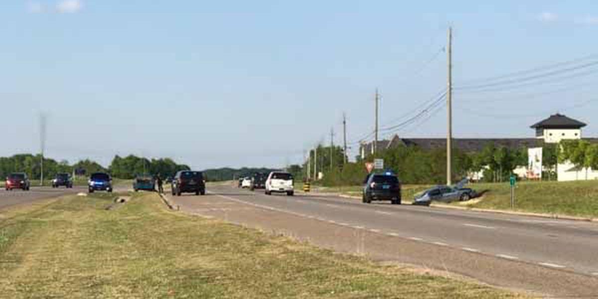 3 taken to hospital after crash between Troy Highway, Vaughn Road