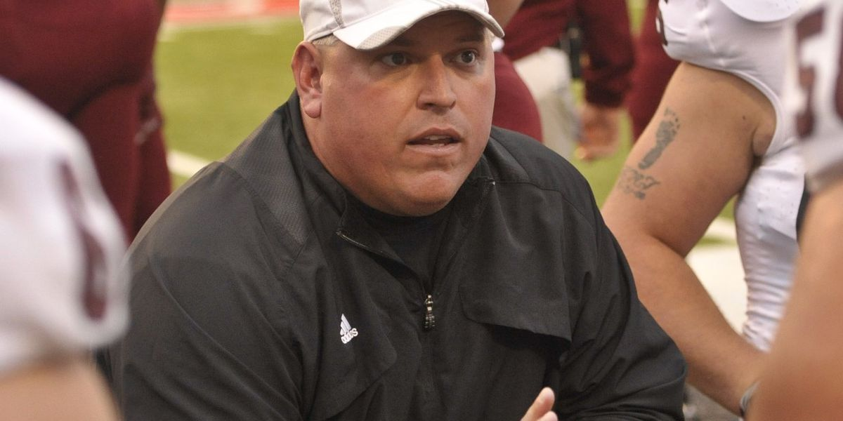 Former Troy assistant football coach dies after battle with cancer