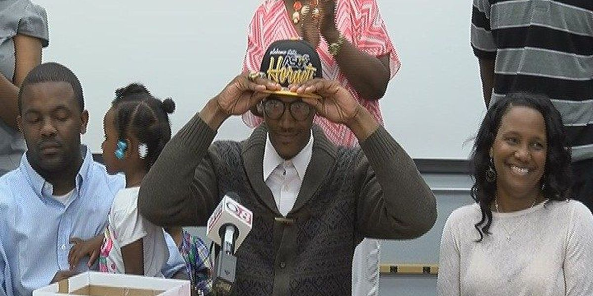 Lee's Tommy Burton signs with ASU