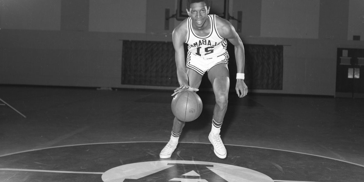 Wendell Hudson's jersey becomes the first in Alabama Athletics' history to be retired