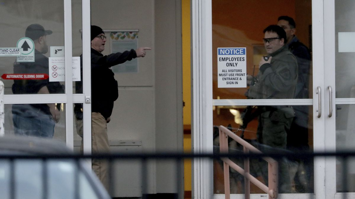 3 dead, including officer, after suspected shooter opens fire at Chicago hospital