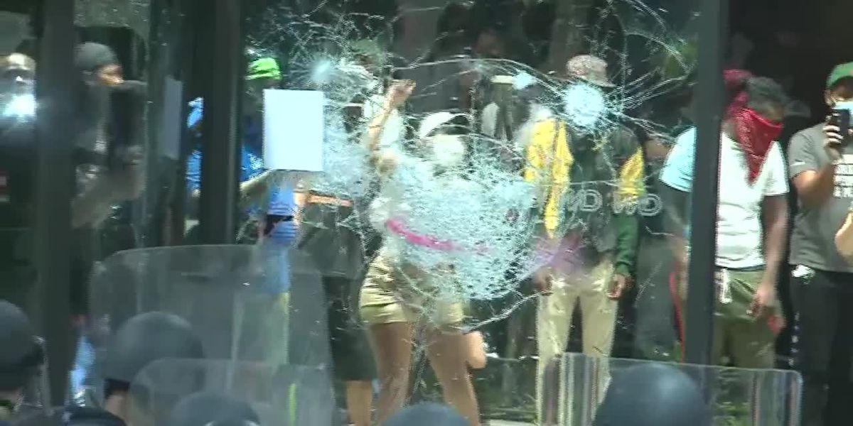 RAW: CNN Center damaged, explosive thrown at police during Atlanta protest